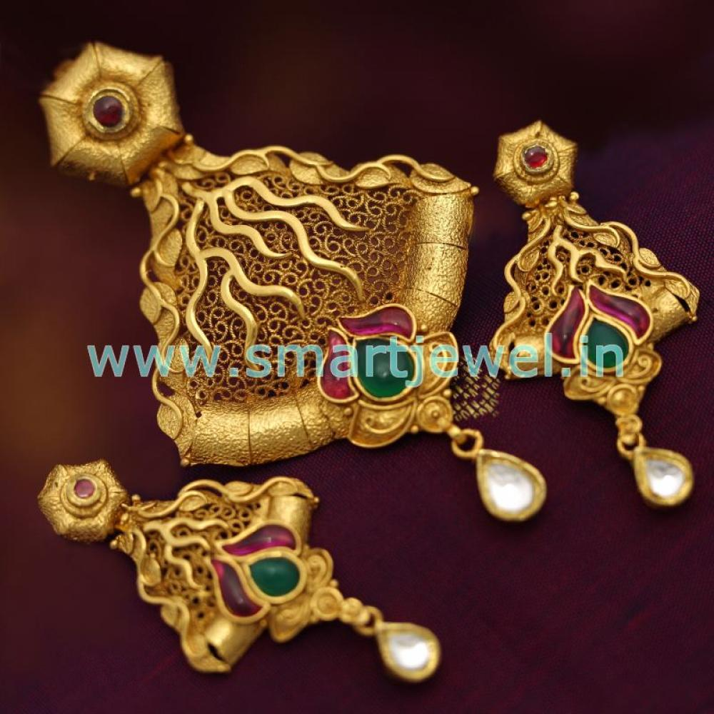 Sps6811 real look ruby emerald jadau kundan gold design pendant set antique gold plated ruby emerald jadau kundan gold loading zoom aloadofball Image collections